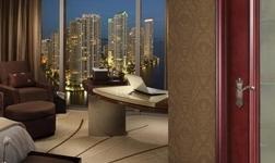 新品上市:圣堡罗全实木玻璃门三大亮点引关注