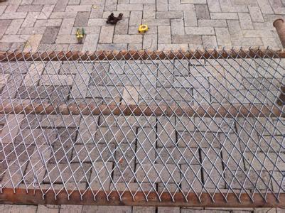 低碳钢板是做菱形金属板网最常用的一种板材