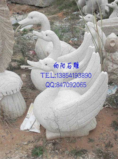 青岛石雕吐水天鹅厂家、黄锈石石雕天鹅价格