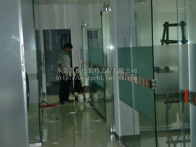 东莞清溪办公室玻璃墙隔断制作安装