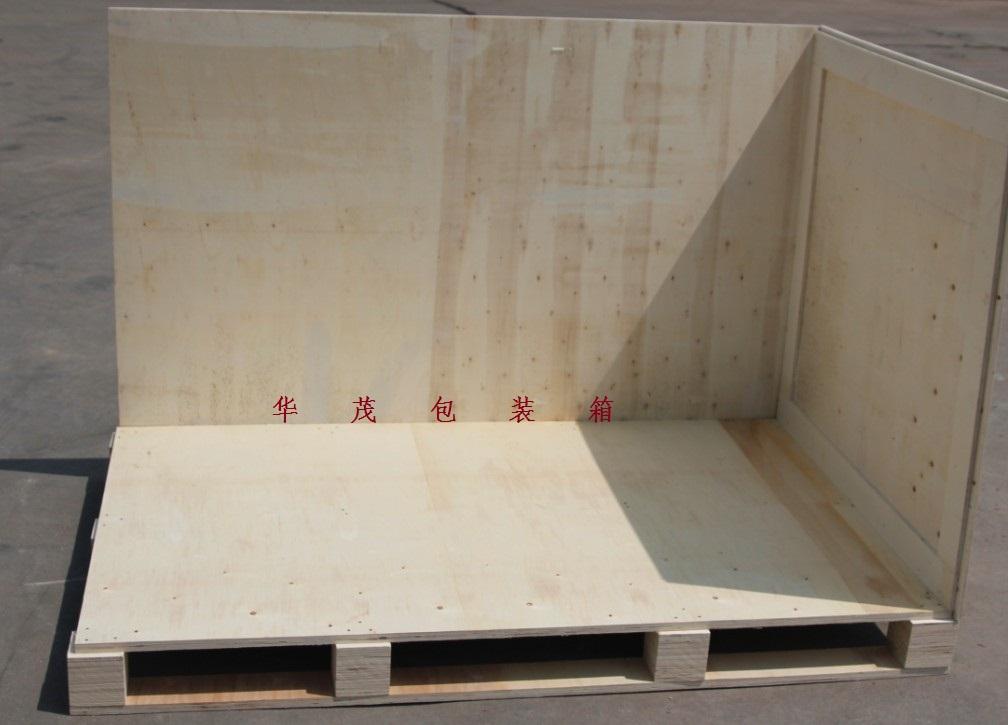 木制包装箱的特点: 特点:外观漂亮,结实耐用,内销出口都可用,而且尺寸可以按客户要求生产。 在使用之后大部分都可以回收利用,有利于资源的环保利用。 免熏蒸木托盘和免熏蒸复合托盘。 零甲醛的托盘:木托盘 免熏蒸的托盘:胶合板托盘,刨花模压托盘。 可拆卸木制包装箱 可拆卸木箱的介绍:围板箱包括托盘,箱体,箱盖,通过叠装方式并由一段以上的围板组成;围板由四片或六片木板和合页组成;合页固接于相邻的两片木板的角部,页体下部具有向下延伸并向外弯的合页脚,合页脚内侧套接于托盘的角部外侧或下一段围板转角处的合页上部外侧。