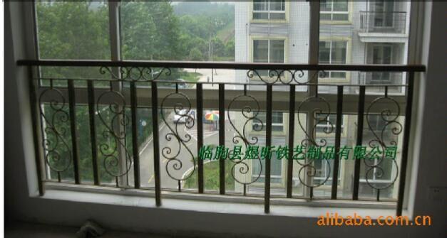 专业制作加工铁艺不锈钢阳台防护栏图片