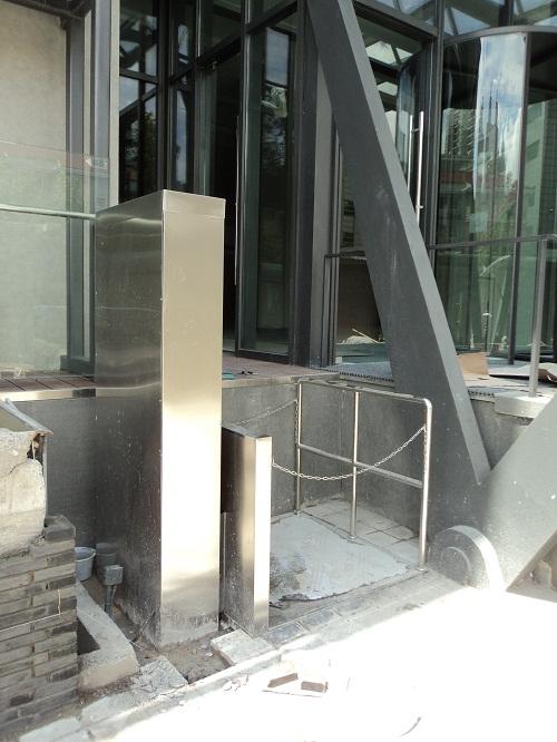 无障碍升降平台是采用钢结构框架