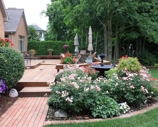 欧式的联排别墅庭院设计通常都比较善于利用饰品