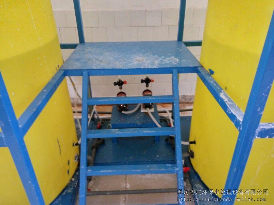 其二次控制线路由回流泵交流接触器和浮球阀串联控制.