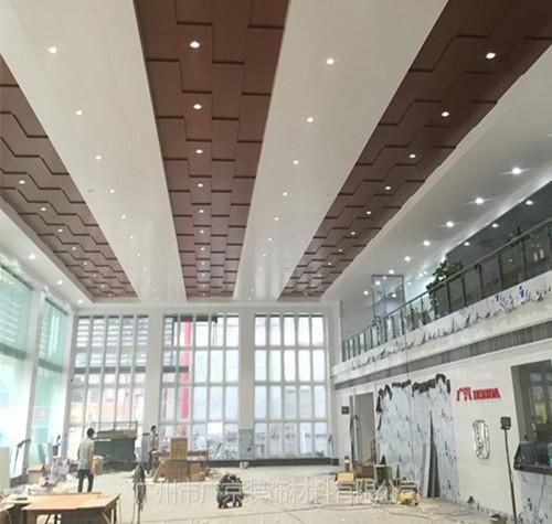 装修标准已经确定,广汽本田4s店室内木纹铝单板吊顶