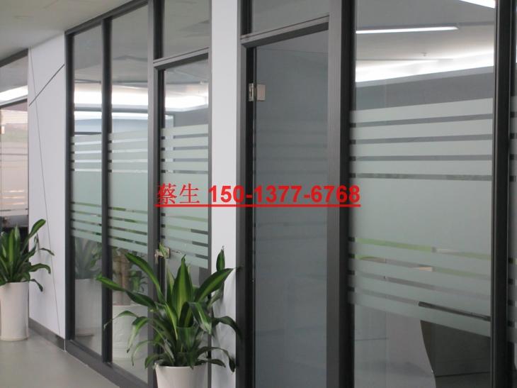 很多的企业都是采用玻璃隔断效果特别的好