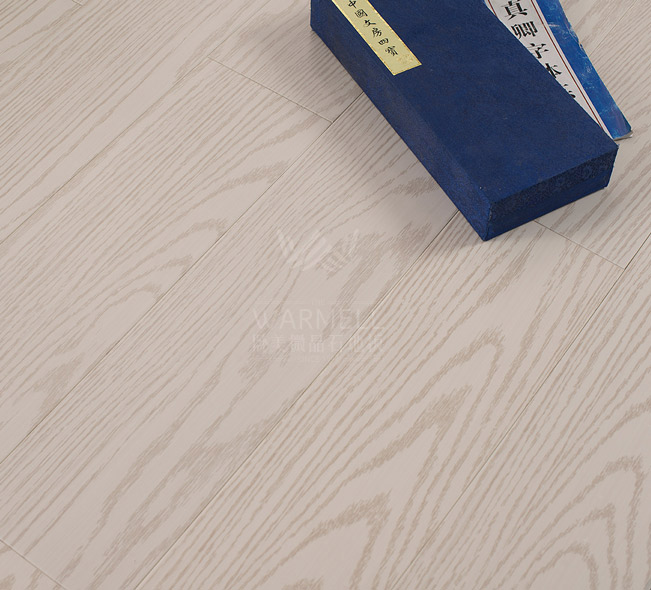 卧美微晶石木防水地板使用微晶石粉及天然树脂为基材