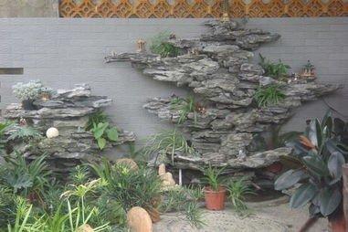 是造景小品,点缀风景,配以相关植物进行修饰,减少人工味,提高塑石假山
