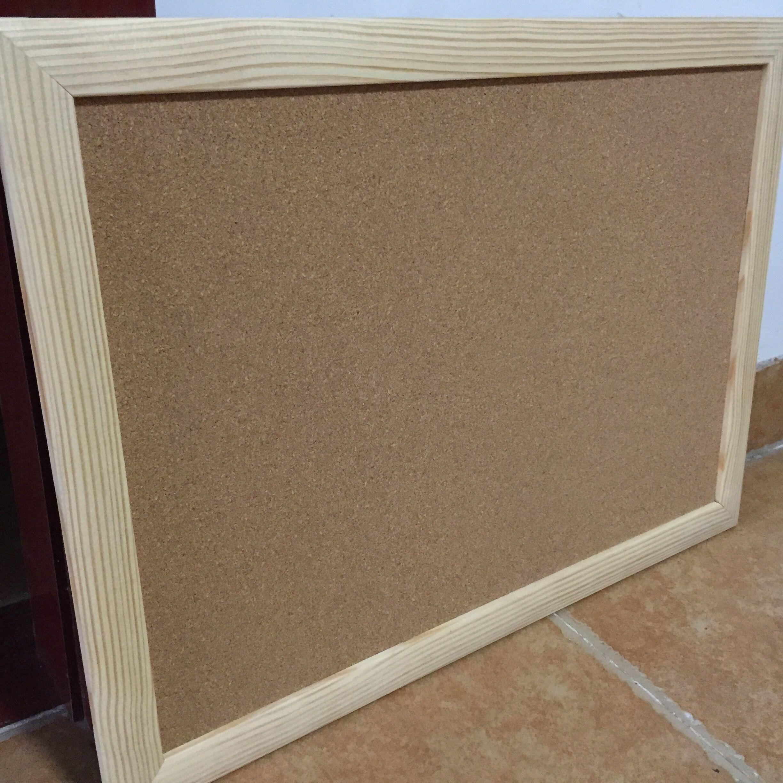 軟木板用純凈的中國軟木粒和彈性膠粘劑聚合而成,廣泛用作各種機械,儀器,儀表的襯墊,動力機械的摩擦制動,工藝品,高爾夫手柄,留言板,告示板,專欄板的制作以及各種有防潮,隔熱,減震,方便方便等要求的領域。 告示板,留言板,隔音墻,用軟木板:密度為260-270kg/m3; 中細規格有:軟木片材:950X640MM,915X610MM厚度從0.
