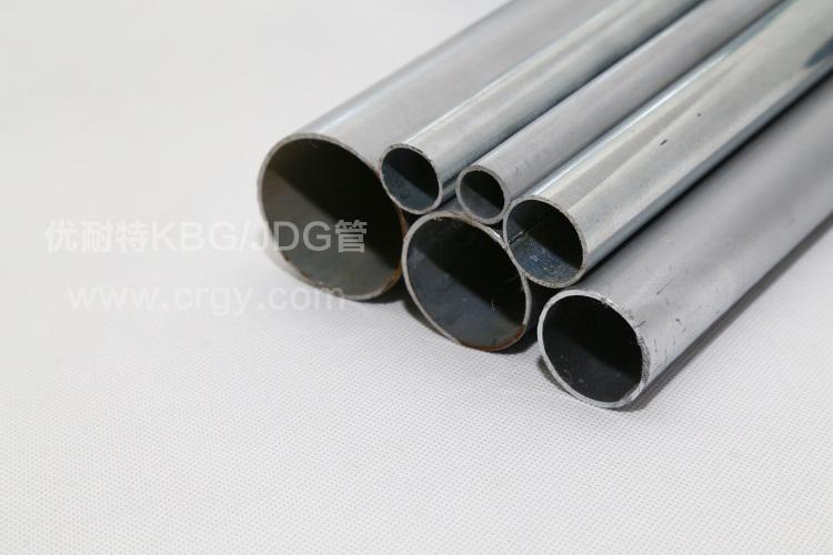 产品名称:KBG金属穿线管 品牌:优耐特 型号:20 厚度:1.5 长度:3.95米/支 包装说明:常规10米/支 物流快递:自己有物流公司,一定会以最便宜的价格降低您的购买成本。 线管特色:1, 镀锌均匀。外观颜色一致,安装效果美观;镀锌层均匀,延长其使用寿命 2, 外观平整光滑。线管断面均匀,无弯曲,无毛刺;表面平整光滑,无凸起,无尖角。 3, 特殊规格可定制。常规规格现货充足,特殊规格量大可按要求定制。 存储保护:宜贮存于干燥,通风的室内环境中,放置室外时,请盖上雨布,避免雨水淋湿。
