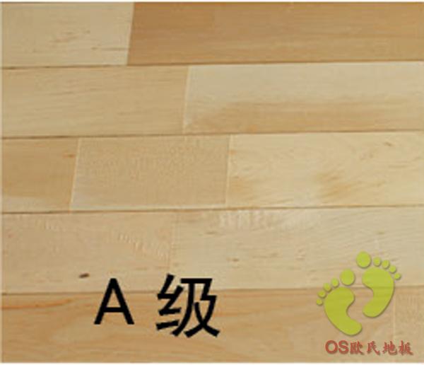 柞木颜色呈褐色、棕色,纹理较直,弦面具有弦面具有银光花纹,木质细密硬重,干缩性小。柞木是一种非常普遍的体育木地板品种,其质地坚硬,深受大家的喜爱,但柞木又分为多种,从颜色分为红、黄、浅白等种。 质地硬、比重大、强度高、结构密。耐湿、耐磨损,不易胶结。着色性能良好,纹理较粗糙,管胞比较粗,木射线明显,不易干燥。