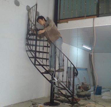 供应室外铁艺楼梯