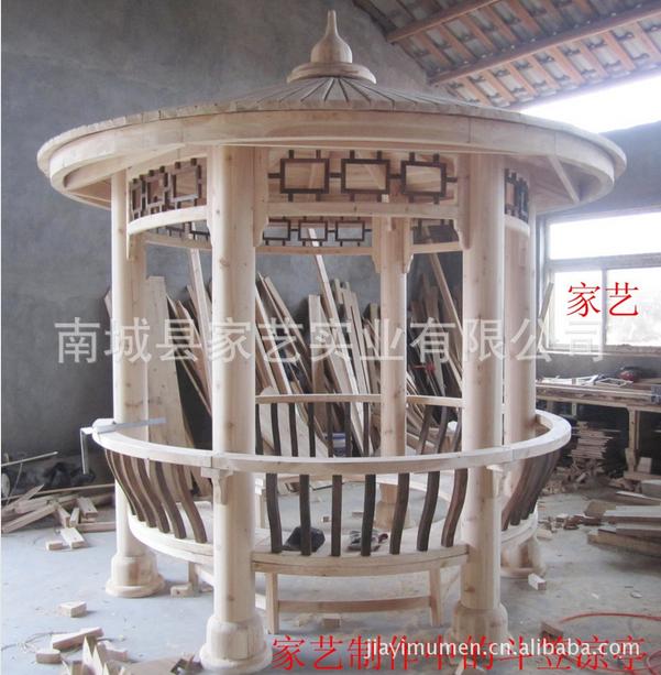 按照设计图纸要求拆分设计,制造各类木结构墙体,屋架,桁架,工程木梁