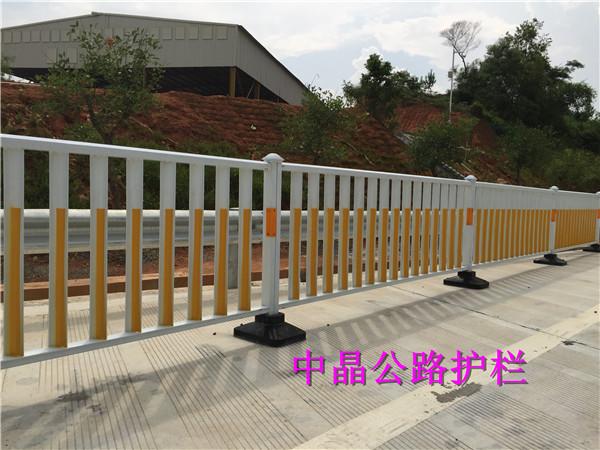 供应江都浸锌钢喷塑交通护栏厂家