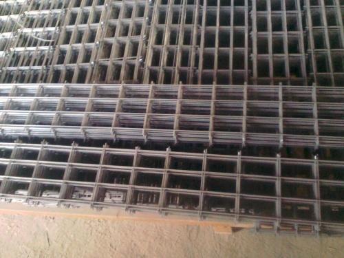 7mm建筑脚踏网片可采用圆钢或螺纹钢制作
