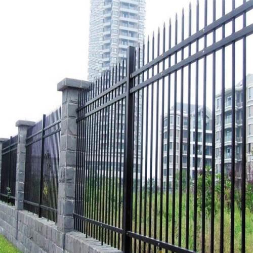 供应六合热镀锌喷塑围墙栏杆厂家