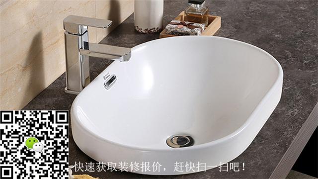 选择洗手盆注意到其大小、形状、颜色是否与浴室的整体设计相配合,还要考虑到家人的一些生活习惯,以及洗手盆早晚被使用的次数,随着人们生活水平的提高,人们对居住环境的要求也越来越高。而洗手盆作为室内装修的一项基础设施,几乎会出现在每一个家庭装修的计划中。现在的洗手盆有时它也兼具美化室内环境的效果。洗手盆这么重要,那洗手盆购买的标准和洗手盆挑选方法又是什么了?安家怡居编辑共举出四条方法。