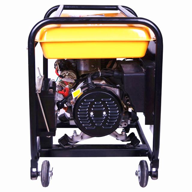 单缸风冷柴油发电机 单缸风冷柴油发电机 产品描述:大泽动力公司生产的便携式柴油发电机组配备了强劲的自主研发的四冲程发动机。 具有燃烧高效,噪音低的显著优点。智能的控制系统获得多项专利。低油压警告,智能AVR系统,ATS自动电源转换开关等多种人性化配置,使得我们的小型柴油发电机组倍受国内外用户的信赖。 【公司名称】:上海欧鲍实业有限公司 【品牌名称】:大泽动力 【公司地址】:上海市宝山区金宝路188号 【销售经理】:刘宁 【联系电话】:021-51987464 【联系手机】:13573057199 【联系