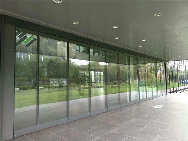 新款活动玻璃隔断,新款半自动玻璃隔断
