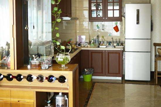 开放式厨房隔断装修效果图 巧妙运用空间-客厅博物架隔断效果图