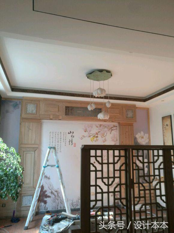 请木工师傅在家现场制作中式风格电视背景墙, 邻居看了都回去学习