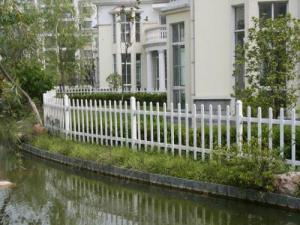 供应南通组装式锌钢喷塑草坪护栏