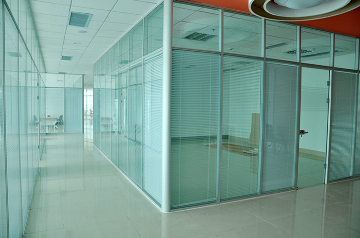 东营双玻百叶玻璃隔断办公室分割最佳产品