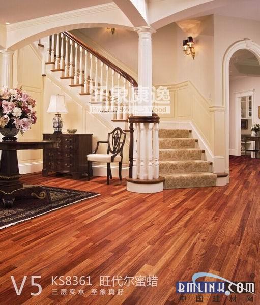 装修经验谈:客厅铺三层实木比瓷砖好