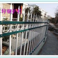 东台市围墙护栏厂家对锌钢草坪护栏立柱定位也是很有难度的