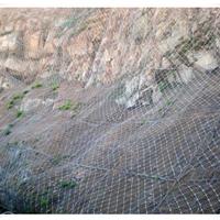 用于防止山体滑坡的主动型山坡防护网