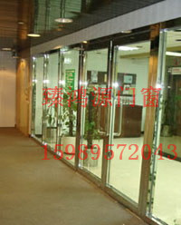 厂家供应广东河源大玻璃防火门安装