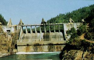 供应水电站水渠渗漏水堵漏
