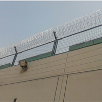厂家供应监狱护栏网护栏网三角折弯护栏网