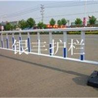 供应城市马路隔离市政隔离道路护栏锌钢护栏