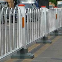 市政隔了护栏