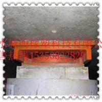 盆式橡胶支座的最基本结构可分为上座板与下座板