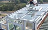 村民家中阳光房顶玻璃爆炸 碎玻璃撒一地幸未伤人-阳光房顶玻璃会掉吗