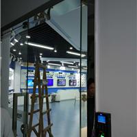 供应深圳龙华玻璃门维修,推拉玻璃门维修