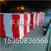 供应红白相间的喷塑喷漆护栏网栏杆
