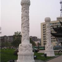 石雕龙柱山门牌坊的柱子带有浮雕的柱子