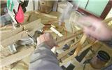 师傅用3.5公分钉子固定木龙骨, 业主问这样做结实不结实?-龙骨