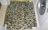 家庭装修用鹅卵石做淋浴房的地面, 每天洗澡都等于在养生-淋浴房