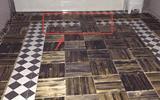 朋友家庭装修在地板砖上铺木地板看楞我, 真的是人傻钱多-四川木地板辅料厂家